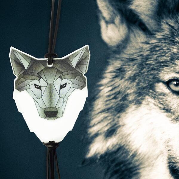 北欧エストニア SoftReflector社 3Mスコッチライト夜光反射材 高輝度反射材 オシャレに交通安全 命を守る一番安いもの 北欧の動物 リフレクター 大幅にプライスダウン Origami Wolf ウルフ 狼 圧倒的存在感 本革 シンプル マーケティング おしゃれ 北欧の交通安全グッズ お守り 自転車 ジョギング 高齢者 部活 キーホルダー 散歩 通勤 塾 通学 子供 スタイリッシュ