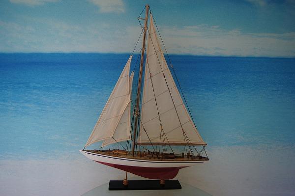 ヨット エンデヴァー Good Quality 赤/白 (L) 帆船模型(完成品)