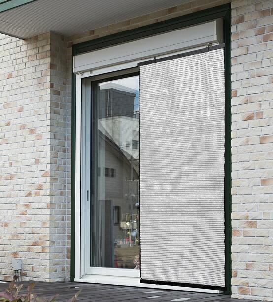 室内 安い 室外 どちらでも使えます遮光率:約80% セール特価 UVカット率:約75%風を通して熱を反射 室内の冷房効果を高めます 室内のプライバシーを守ります アルミ スクリーン クーリッシュ 日よけ 遮熱窓 90×135cm 日除け 遮光 すだれ 簾