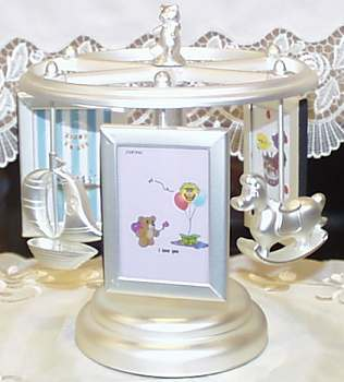 Gentle sounds of music box ♪ carousel baby photo birth celebrations picture  frame baby featured merrygoround gift of プレッゼント music box photo frame