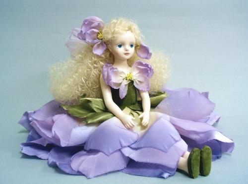 【送料無料】若月まり子 お花の妖精人形♪エルフィンフローリー:デルフィニウム(パープル)【楽ギフ_のし】ビスクドール 御祝 贈答 創作人形 ギフト 結婚祝 出産祝 記念品