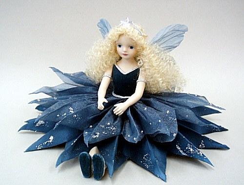 【送料無料】若月まり子 お花の妖精人形♪エルフィンフローリー:星の精(プルシャン・ブルー)【楽ギフ_のし】ビスクドール 御祝 贈答 創作人形 ギフト 結婚祝 出産祝 記念品