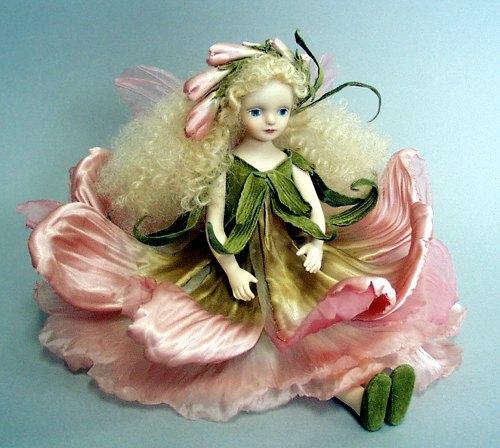 【送料無料】若月まり子 お花の妖精人形♪エルフィンフローリー:フリージア(ピンク)【楽ギフ_のし】ビスクドール 御祝 贈答 創作人形 ギフト 結婚祝 出産祝 記念品
