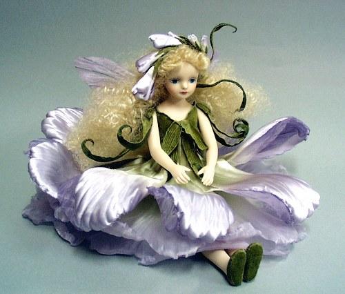 【送料無料】若月まり子 お花の妖精人形♪エルフィンフローリー:フリージア(パープル)【楽ギフ_のし】ビスクドール 御祝 贈答 創作人形 ギフト 結婚祝 出産祝 記念品