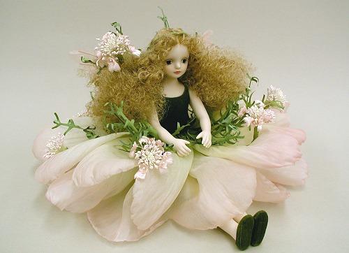 【送料無料】若月まり子 お花の妖精人形♪エルフィンフローリー:コリアンダー(ピンク)【楽ギフ_のし】ビスクドール 御祝 贈答 創作人形 ギフト 結婚祝 出産祝 記念品