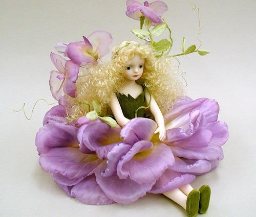 【送料無料】若月まり子 お花の妖精人形♪エルフィンフローリー:スイートピー(パープル)【楽ギフ_のし】ビスクドール 御祝 贈答 創作人形 ギフト 結婚祝 出産祝 記念品