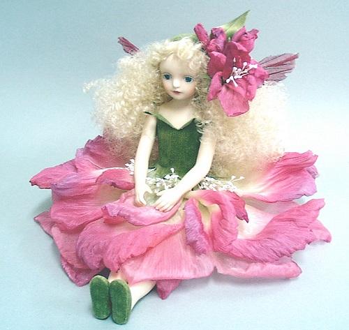 【送料無料】若月まり子 お花の妖精人形♪エルフィンフローリー:ストック(レッド)【楽ギフ_のし】ビスクドール 御祝 贈答 創作人形 ギフト 結婚祝 出産祝 記念品