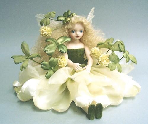 【送料無料】若月まり子 お花の妖精人形♪エルフィンフローリー:四つ葉のクローバー【楽ギフ_のし】ビスクドール 御祝 贈答 創作人形 ギフト 結婚祝 出産祝 記念品