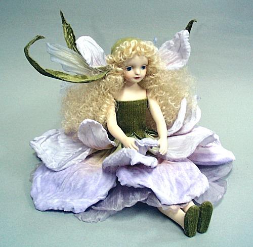 【送料無料】若月まり子 お花の妖精人形♪エルフィンフローリー:アイリス(ライト・パープル)【楽ギフ_のし】ビスクドール 御祝 贈答 創作人形 ギフト 結婚祝 出産祝 記念品