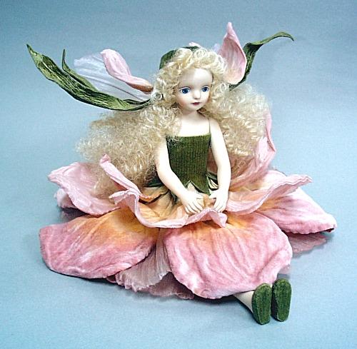 【送料無料】若月まり子 お花の妖精人形♪エルフィンフローリー:アイリス(ピンク)【楽ギフ_のし】ビスクドール 御祝 贈答 創作人形 ギフト 結婚祝 出産祝 記念品