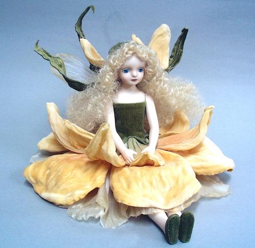 【送料無料】若月まり子 お花の妖精人形♪エルフィンフローリー:アイリス(イエロー)【楽ギフ_のし】ビスクドール 御祝 贈答 創作人形 ギフト 結婚祝 出産祝 記念品