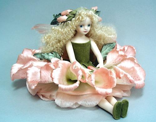 【送料無料】若月まり子 お花の妖精人形♪エルフィンフローリー:ジギタリス【楽ギフ_のし】ビスクドール 御祝 贈答 創作人形 ギフト 結婚祝 出産祝 記念品