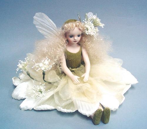 【送料無料】若月まり子 お花の妖精人形♪エルフィンフローリー:レースフラワー(ホワイト)【楽ギフ_のし】ビスクドール 御祝 贈答 創作人形 ギフト 結婚祝 出産祝 記念品