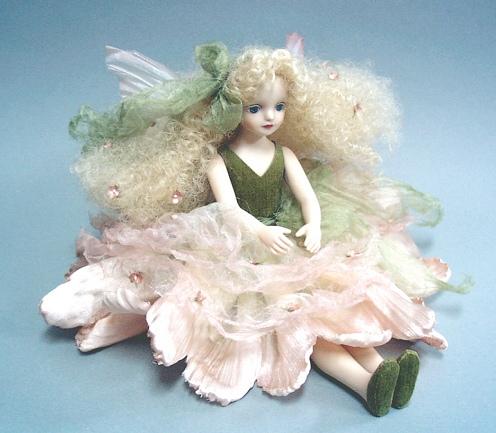 【送料無料】若月まり子 お花の妖精人形♪エルフィンフローリー:かすみ草(ピンク)【楽ギフ_のし】ビスクドール 御祝 贈答 創作人形 ギフト 結婚祝 出産祝 記念品