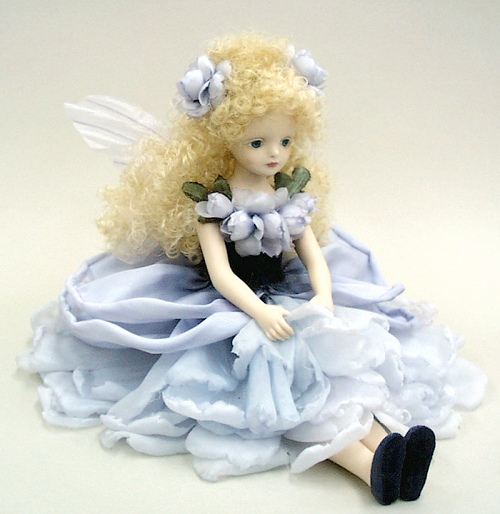 【送料無料】若月まり子 お花の妖精人形♪エルフィンフローリー:ノアゼット・ローズ(ヴィオラッセ・ノワール)【楽ギフ_のし】ビスクドール 御祝 贈答 創作人形 ギフト 結婚祝 出産祝 記念品