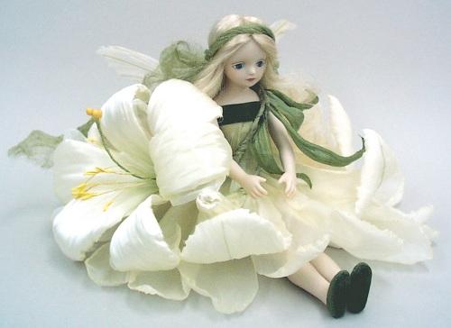 【送料無料】若月まり子 お花の妖精人形♪エルフィンフローリー:マドンナ・リリー(ホワイト)【楽ギフ_のし】ビスクドール 御祝 贈答 創作人形 ギフト 結婚祝 出産祝 記念品 ギフト 人形 陶器
