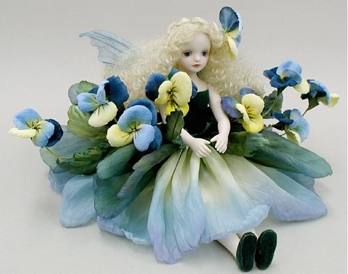 【送料無料】若月まり子 お花の妖精人形♪エルフィンフローリー:パンジー(ブルー)【楽ギフ_のし】ビスクドール 御祝 贈答 創作人形 ギフト 結婚祝 出産祝 記念品