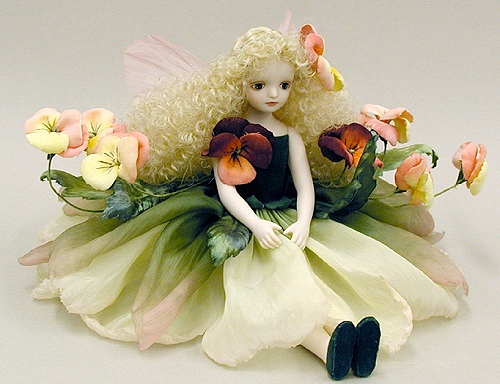 【送料無料】若月まり子 お花の妖精人形♪エルフィンフローリー:パンジー(ピンク)【楽ギフ_のし】ビスクドール 御祝 贈答 創作人形 ギフト 結婚祝 出産祝 記念品