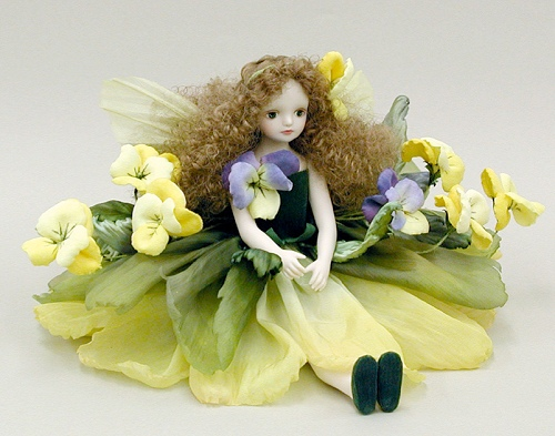 【送料無料】若月まり子 お花の妖精人形♪エルフィンフローリー:パンジー(イエロー)【楽ギフ_のし】ビスクドール 御祝 贈答 創作人形 ギフト 結婚祝 出産祝 記念品