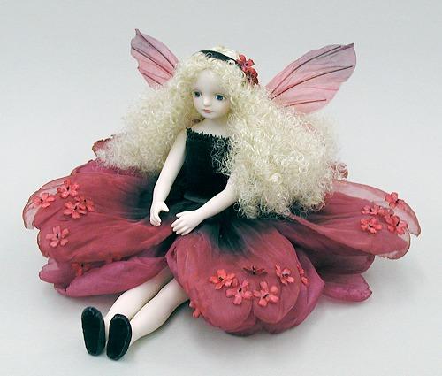 【送料無料】若月まり子 お花の妖精人形♪エルフィンフローリー:モスフロックス(ワインレッド)【楽ギフ_のし】ビスクドール 御祝 贈答 創作人形 ギフト 結婚祝 出産祝 記念品
