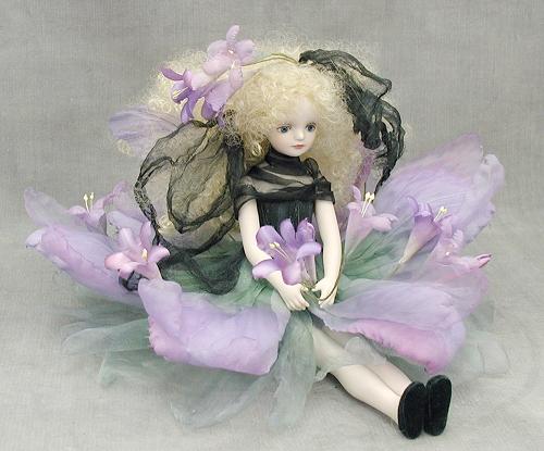 【送料無料】若月まり子 お花の妖精人形♪エルフィンフローリー:ブローディア(パープル)【楽ギフ_のし】ビスクドール 御祝 贈答 創作人形 ギフト 結婚祝 出産祝 記念品