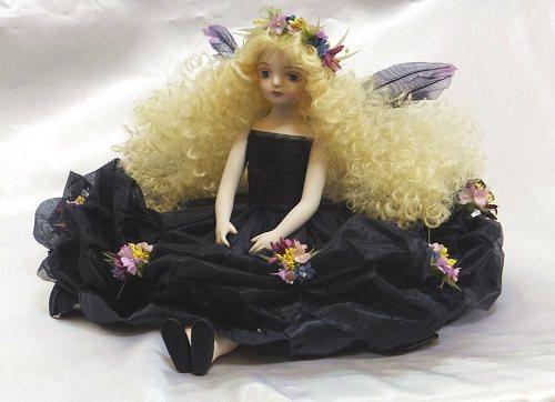 【送料無料】若月まり子 お花の妖精人形♪エルフィンフローリー:クロリス(ブラック)【楽ギフ_のし】ビスクドール 御祝 贈答 創作人形 ギフト 結婚祝 出産祝 記念品