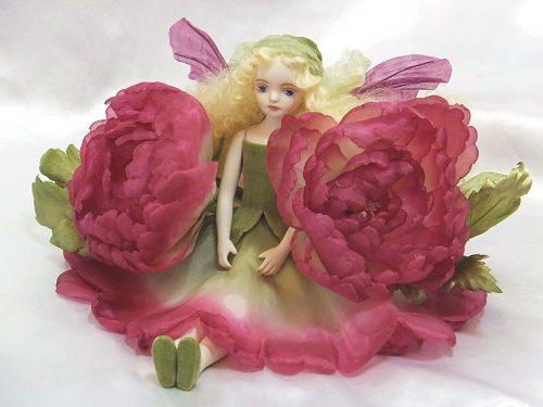 【送料無料】若月まり子 お花の妖精人形♪エルフィンフローリー:ピオニー(ワイン)【楽ギフ_のし】ビスクドール 御祝 贈答 創作人形 ギフト 結婚祝 出産祝 記念品