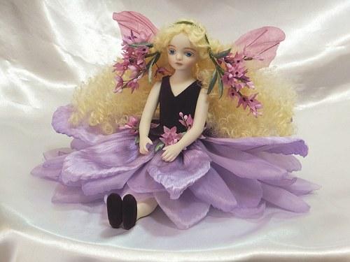 【送料無料】若月まり子 お花の妖精人形♪エルフィンフローリー:イブニングスター(パープル)【楽ギフ_のし】ビスクドール 御祝 贈答 創作人形 ギフト 結婚祝 出産祝 記念品