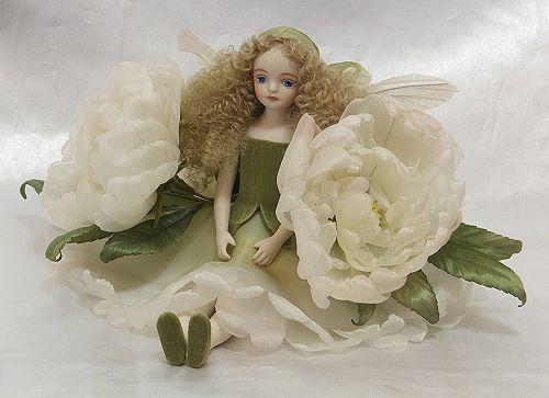 【送料無料】若月まり子 お花の妖精人形♪エルフィンフローリー:ピオニー(オフホワイト)【楽ギフ_のし】ビスクドール 御祝 贈答 創作人形 ギフト 結婚祝 出産祝 記念品