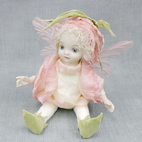 【送料無料】若月まり子 お花の妖精人形♪リトルエルフィン:バラのつぼみ(ピンク)【楽ギフ_のし】ビスクドール 御祝 贈答 創作人形 ギフト 結婚祝 出産祝 記念品