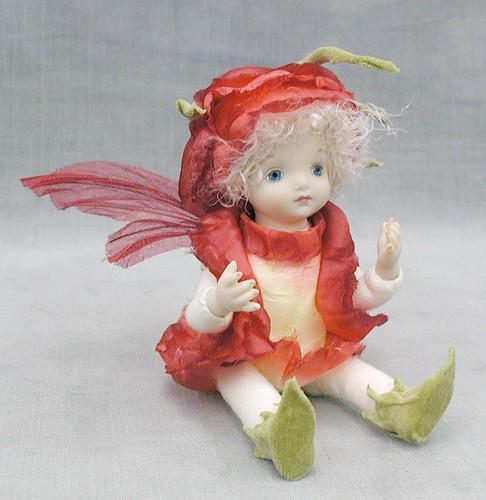 【送料無料】若月まり子 お花の妖精人形♪リトルエルフィン:バラのつぼみ(レッド)【楽ギフ_のし】ビスクドール 御祝 贈答 創作人形 ギフト 結婚祝 出産祝 記念品