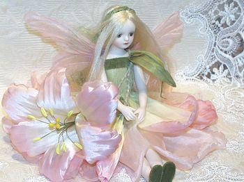 【送料無料】若月まり子 お花の妖精人形♪エルフィンフローリー:マドンナリリー【楽ギフ_のし】ビスクドール 御祝 贈答 創作人形 ギフト 結婚祝 出産祝 記念品