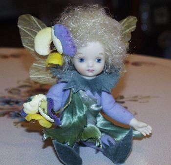【送料無料】若月まり子 お花の妖精人形♪リトルエルフィン:パンジー(スイートパープル)【楽ギフ_のし】ビスクドール 御祝 贈答 創作人形 ギフト 結婚祝 出産祝 記念品