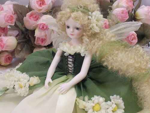 【送料無料】若月まり子 お花の妖精人形♪エルフィンフローリー:デイジー【楽ギフ_のし】ビスクドール 御祝 贈答 創作人形 ギフト 結婚祝 出産祝 記念品