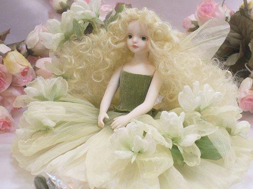 【送料無料】若月まり子 お花の妖精人形♪エルフィンフローリー:マロウ(ホワイト)【楽ギフ_のし】ビスクドール 御祝 贈答 創作人形 ギフト 結婚祝 出産祝 記念品