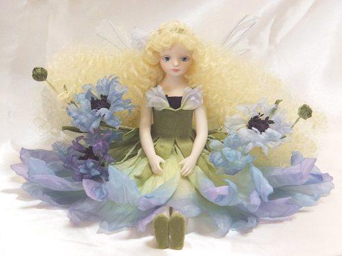 【送料無料】若月まり子 お花の妖精人形♪エルフィンフローリー:矢車草(ブルー)【楽ギフ_のし】ビスクドール 御祝 贈答 創作人形 ギフト 結婚祝 出産祝 記念品