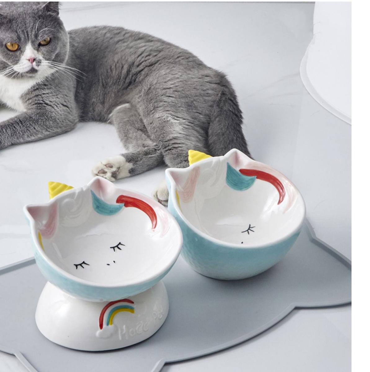 傾斜 猫食器 餌皿 ペット用品 猫用 陶磁器 フードボウル 猫柄 食器猫 猫 かわいい セラミック えさ入れ ペット皿 磁器 250ml 滑り止め 犬猫用 2色2タイプ 大決算セール ウェットフード 餌入れ 水入れ ペット食器 大容量 格安SALEスタート UNICORNS 150ml お皿 陶器 斜め
