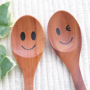 微笑或眨眼的勺子和木制的勺子和木勺子婴儿孩子餐具木制厨房 02P19Jun15