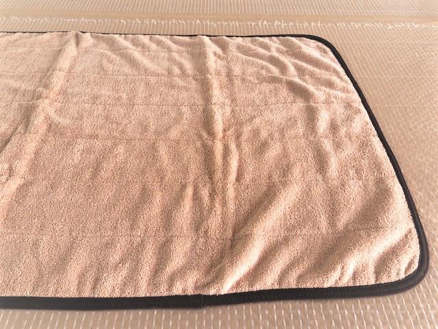 業務用 吸水性抜群 70x130cm 2000匁 約625g 綿100%周囲はブラウンのバイアステ-プ仕上げ キルトサウナマット 70x130cm 限定タイムセール 温浴施設の足ふきマットとしても サウナマットとしてはもちろん ベ-ジュ 日本産