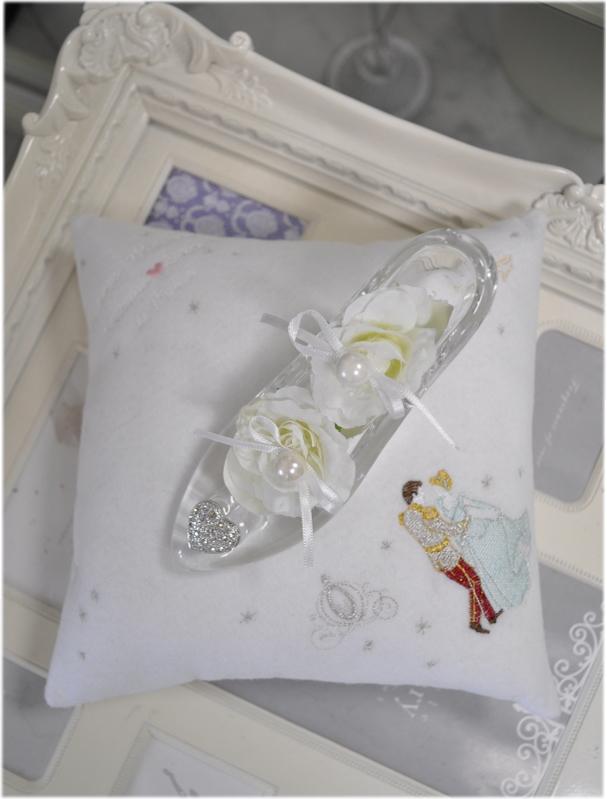 送料無料*White Luxury*リングピロークッション☆シンデレラ刺繍☆お名前刺繍無料☆ガラスの靴手作りキット