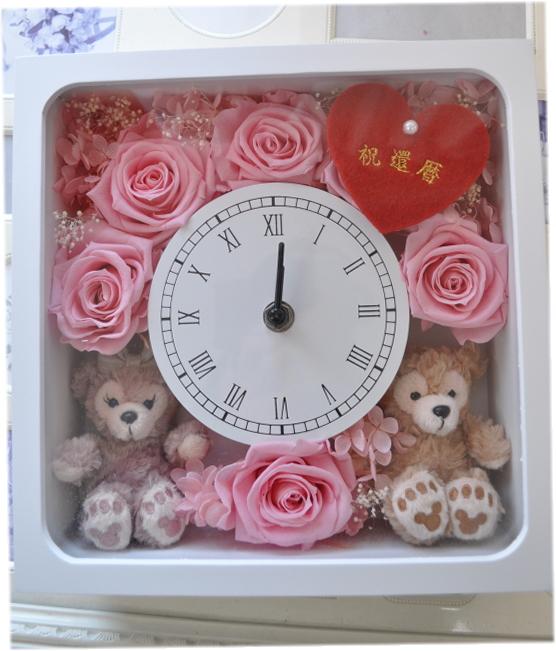 ホワイトデーにいかが?ディズニーシー★ダッフィー&シェリーメイがついた時計。掛け時計としても、置時計としてもつかえます。プレゼントにおすすめ!プリザーブドフラワー☆♪♪♪☆還暦祝い