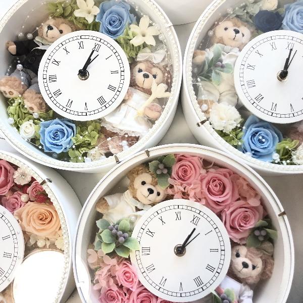 **結婚祝いにいかが?ディズニーシー★ダッフィー&シェリーメイがついたデザインおまかせ時計丸。置時計。プレゼントにおすすめ!プリザーブドフラワー 結婚祝い