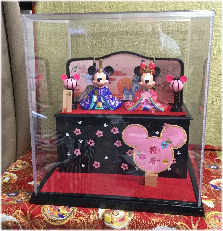 送料無料!雛人形☆ひなまつり☆ディズニーランド☆写真のひな人形にぴったりなケースとお名前札数量限定販売!!ケースがほしいかたにおススメ!☆雛人形付き