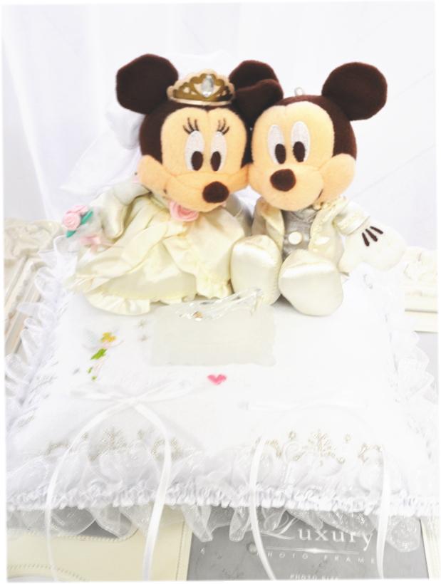 ミッキー&ミニーのふわふわのかわいいリングピロークッション♪WHITE♪ディズニー好きにぴったり☆ウエディング☆結婚式★Disney☆ガラスの靴付き