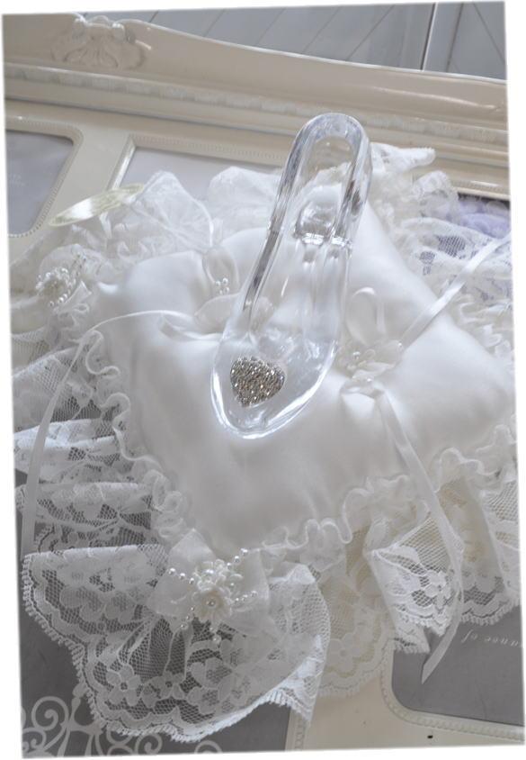 送料無料!シンデレラの靴☆リングピロー☆まさにお姫様☆ガラスの靴!!おとぎ話のワンシーンを再現☆プロポーズにいかが?☆海外のディズニーランド
