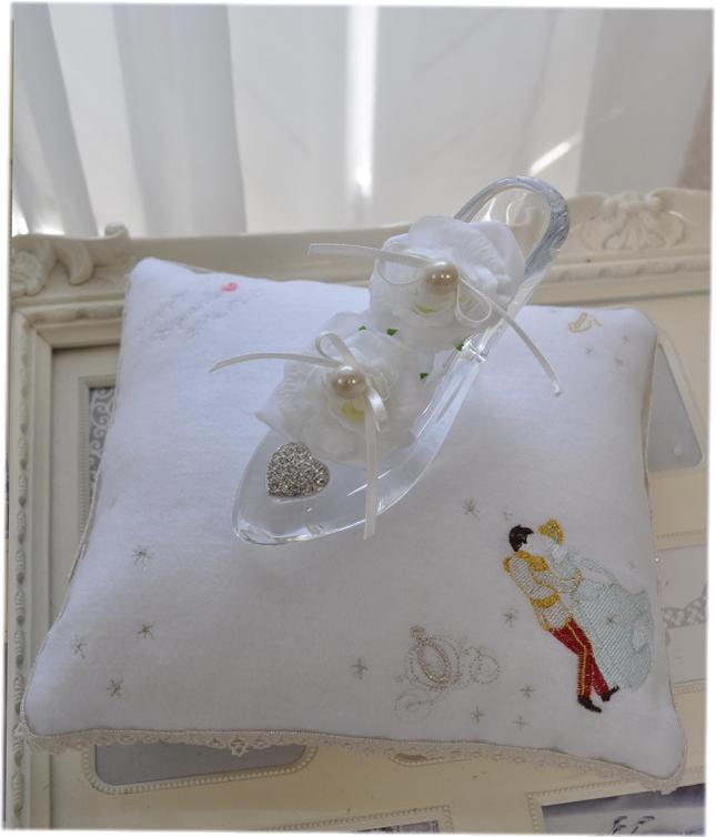 送料無料*White Luxury*リングピロークッション☆シンデレラ刺繍☆お名前刺繍無料☆ガラスの靴☆手作りキット