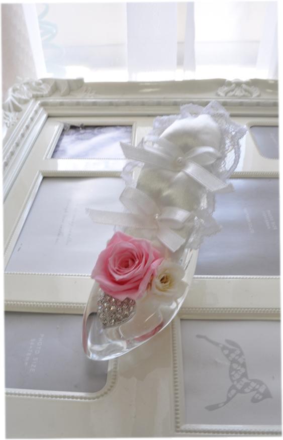 ディズニーランドのシンデレラ城☆ガラスの靴☆もちろんガラス製です☆リングピロープリザーブドフラワー