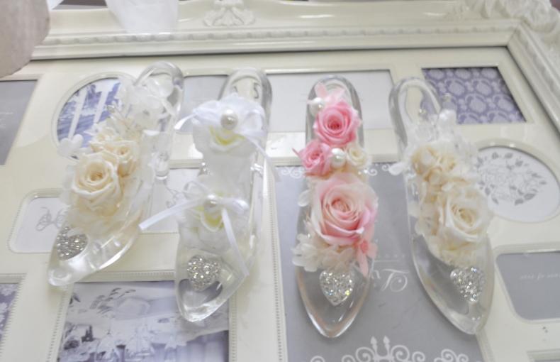 ディズニーランドのシンデレラ城☆ガラスの靴☆もちろんガラス製です☆おまかせでお花デザインいたします