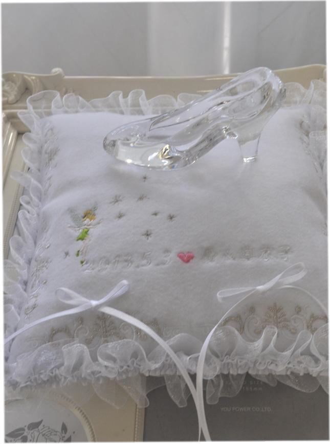 送料無料*White Luxury*リングピロークッション☆ティンカーベル刺繍☆お名前刺繍無料☆ガラスの靴