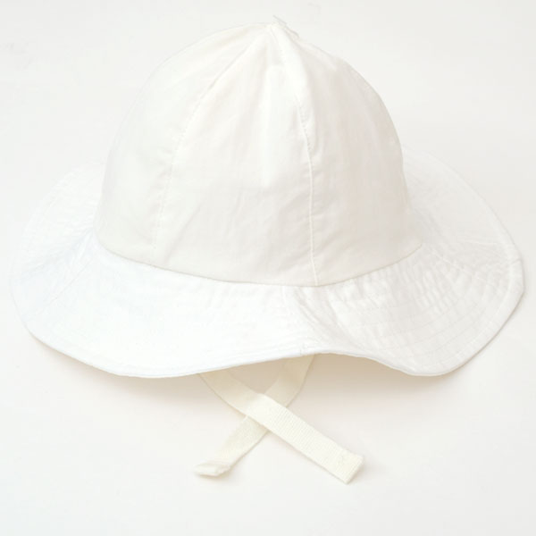 57dbdd84 It is an organic cotton baby sun hat of Under The Nile (アンダーザナイル). It is a  poplin place with the thin, moderate tension.